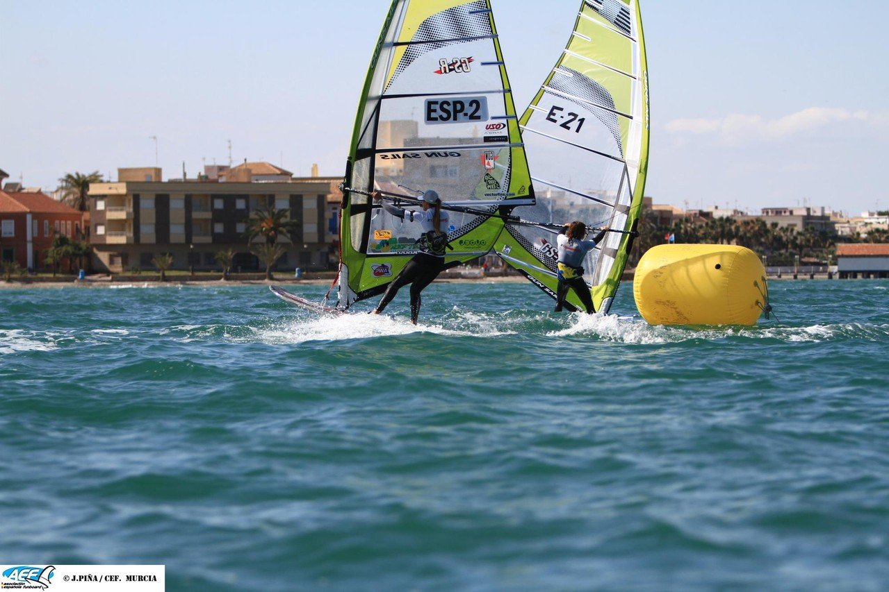 1st heat, not so much wind and a lot of pump... Emi and me at the jibe <3