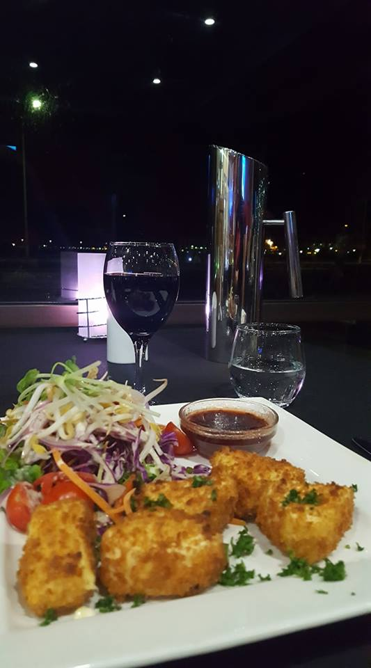 Das Essen gestern abend war übrigens sehr lecker und die Ambiente war sagenhaft.