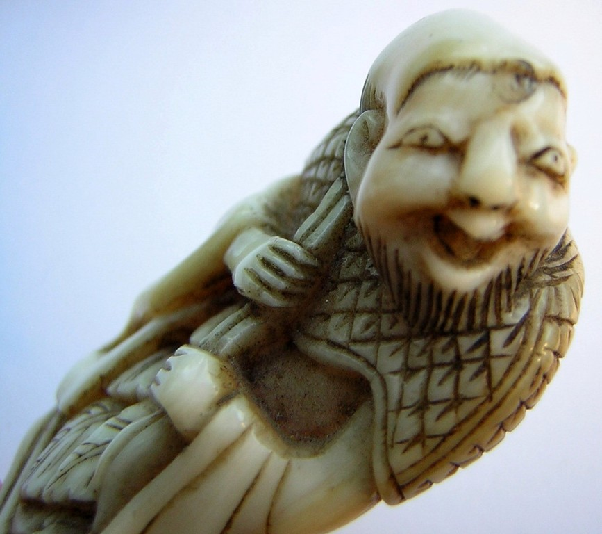 Netsuke 992 Japanisches Katabori Netsuke 形彫 aus Elfenbein  Darstellung: Chokwaro Sennin mit Kürbistrinkflasche Edo 1810-15 EUR 1100,00