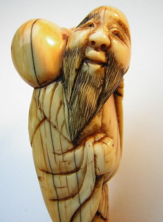 Netsuke 1549 Katabori Elfenbein Sennin mit Kürbistrinkflasche - Kalabasse Edo Zeit - 18.Jh. um 1770-80 63x26x21 mm ca 19 g  820,00 EUR
