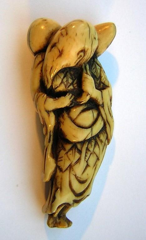 Netsuke 999 Japanisches Katabori Netsuke 形彫 aus Elfenbein  Darstellung: Sennin stehend mit geschulterter Kürbistrinkflasche Edo 1740-50 EUR 450,00