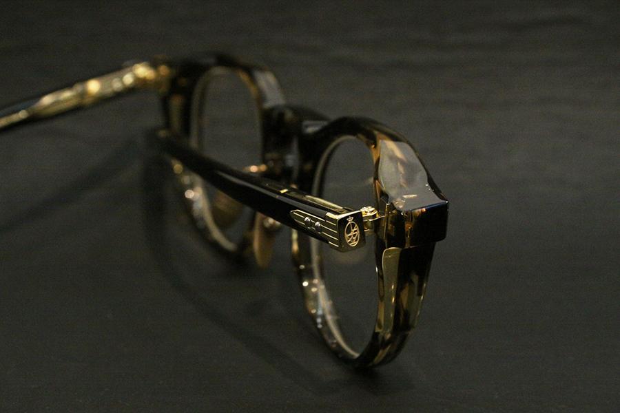 MONOBLOCK HINGE 一体鋳造型ヒンジ