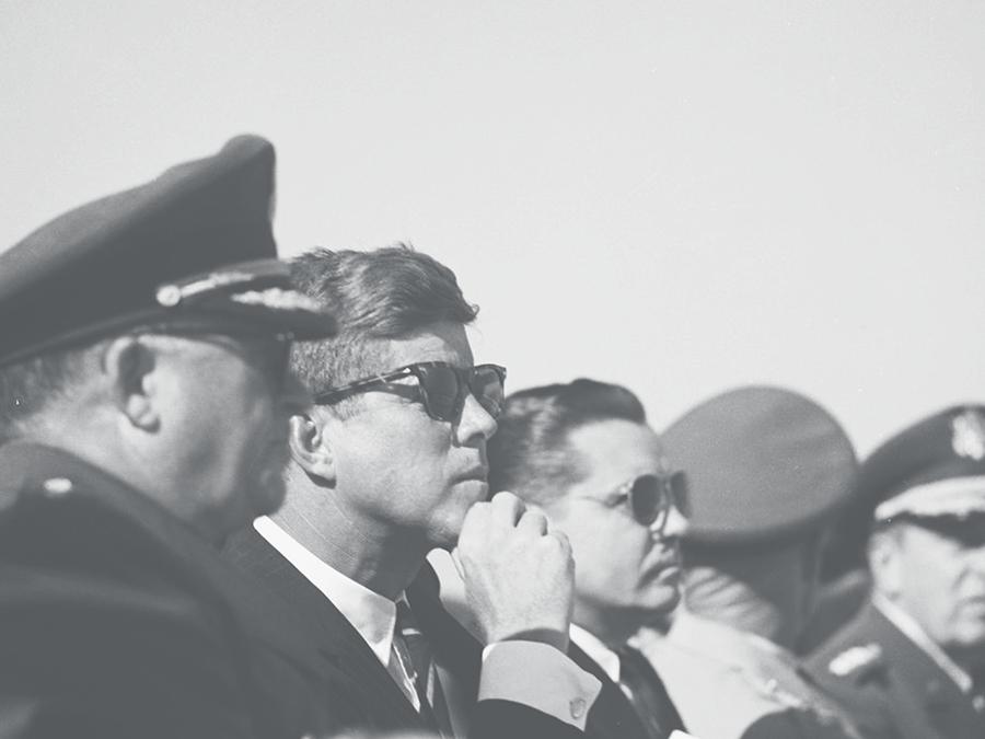 「Saratoga(サラトガ)」を掛けるケネディ大統領