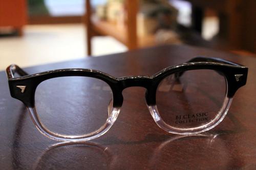 BJ Classic Collection P-551 col.8(ブラック/クリア) 44□23-143 ¥24,000 + tax 素材:セセルロイド