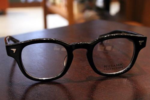 BJ Classic Collection P-551 col.1(ブラック) 44□23-143 ¥24,000 + tax 素材:セルロイド