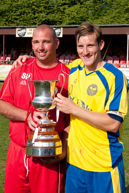 Manager Scott Porter & Captain Dave Cook celebrate the Kent League Championship