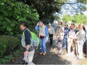 10月24日牧野ケ池緑地で名古屋市青少年参画フォーラムのご指導により、荒廃した竹林や生存が脅かされる動植物を観察しました。