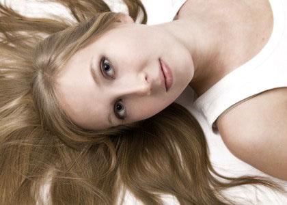 portrait mit ausgelegten haaren