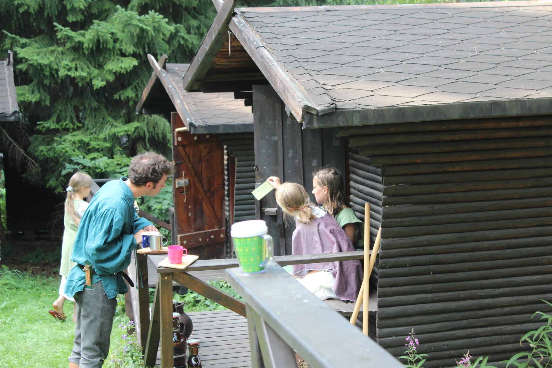 Ein Brief taucht im Dorf auf, adressiert an Christine Wolf.