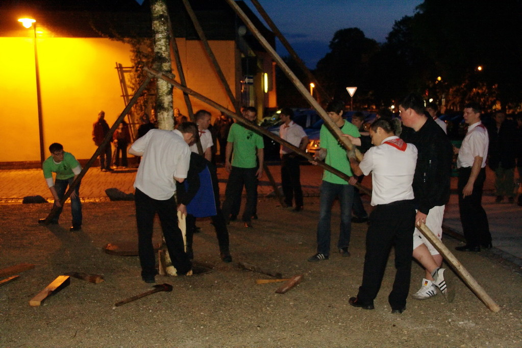 Maibaumaufstellen 2011 - Schonunger-Planpaare