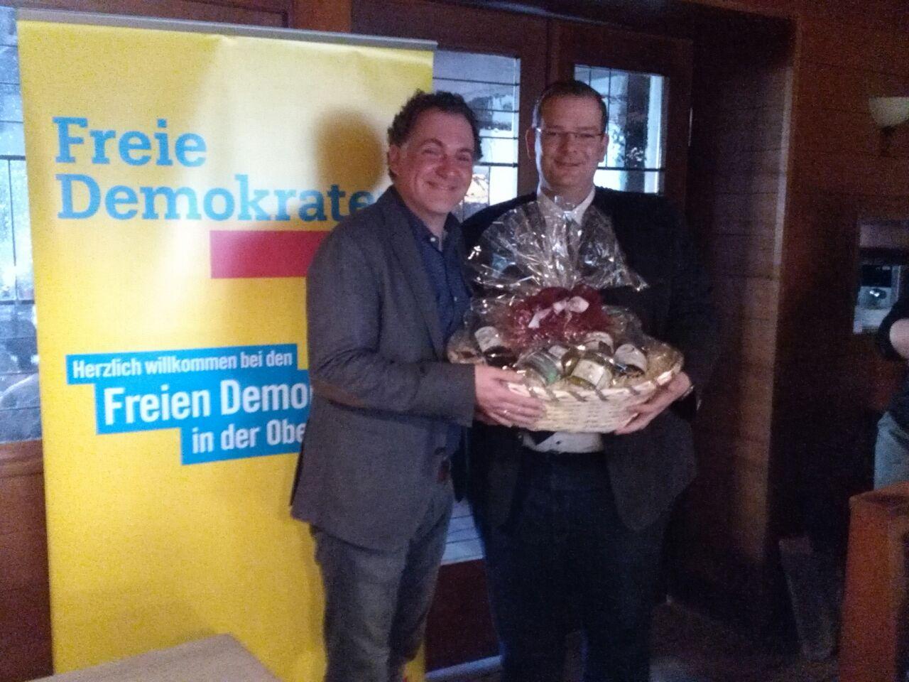 Horst Meierhofer legte sein Amt aus beruflichen Gründen nieder. Einstimmig wurde MdB Ulrich Lechte neuer FDP Bezirksvorsitzender