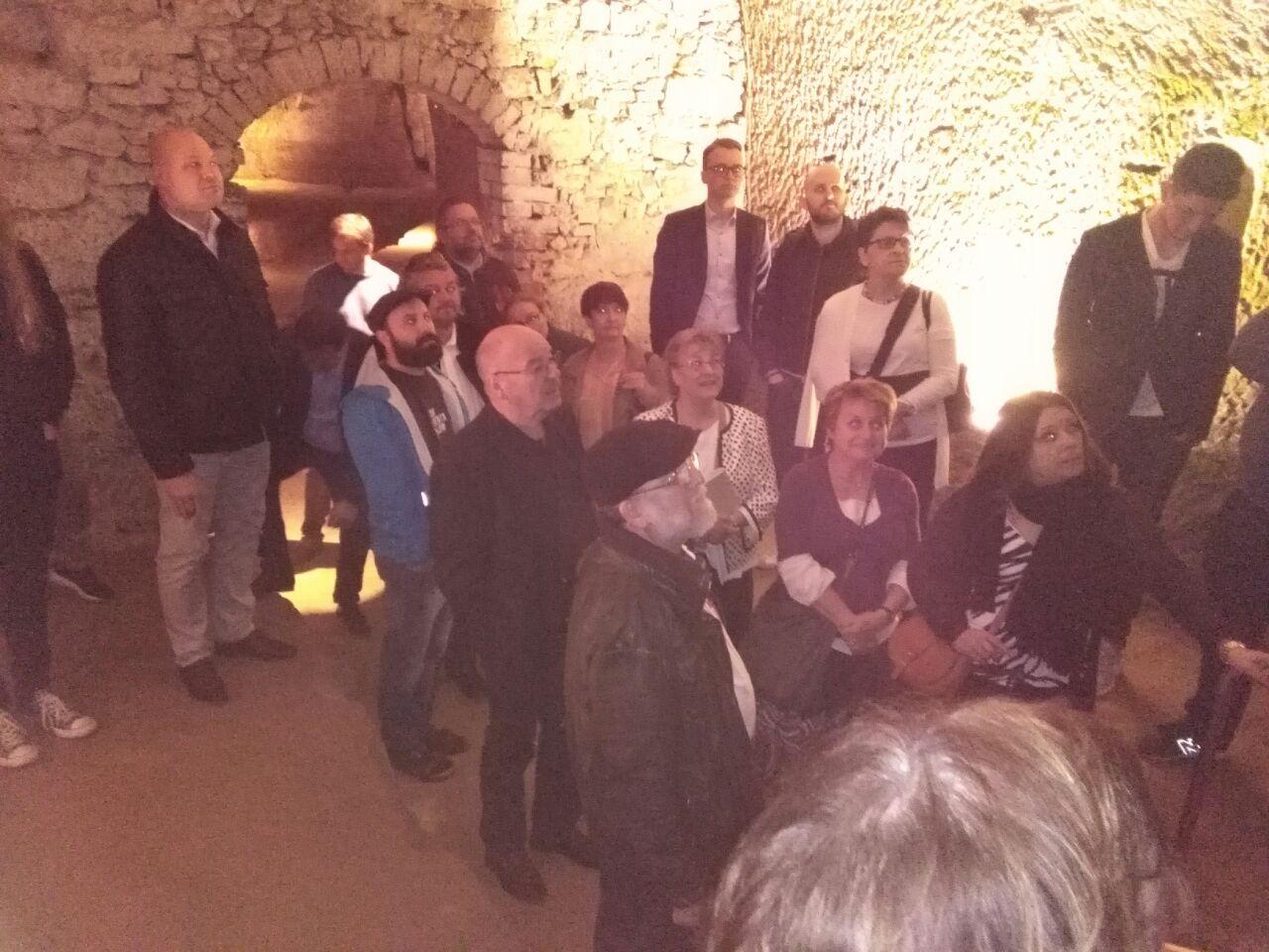 Rund 30 Mitglieder besichtigten die Schwandorfer Felsenkeller im Rahmen des Kulturtages
