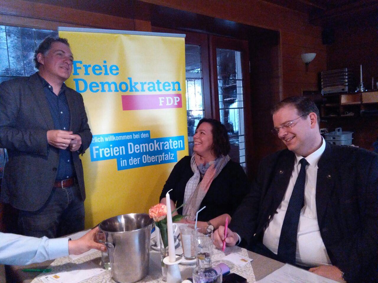 Horst Meierhofer führte durch den FDP Bezirksparteitag am 14.04.2018