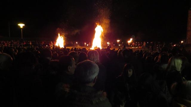 Die kleinen Feuer brennen