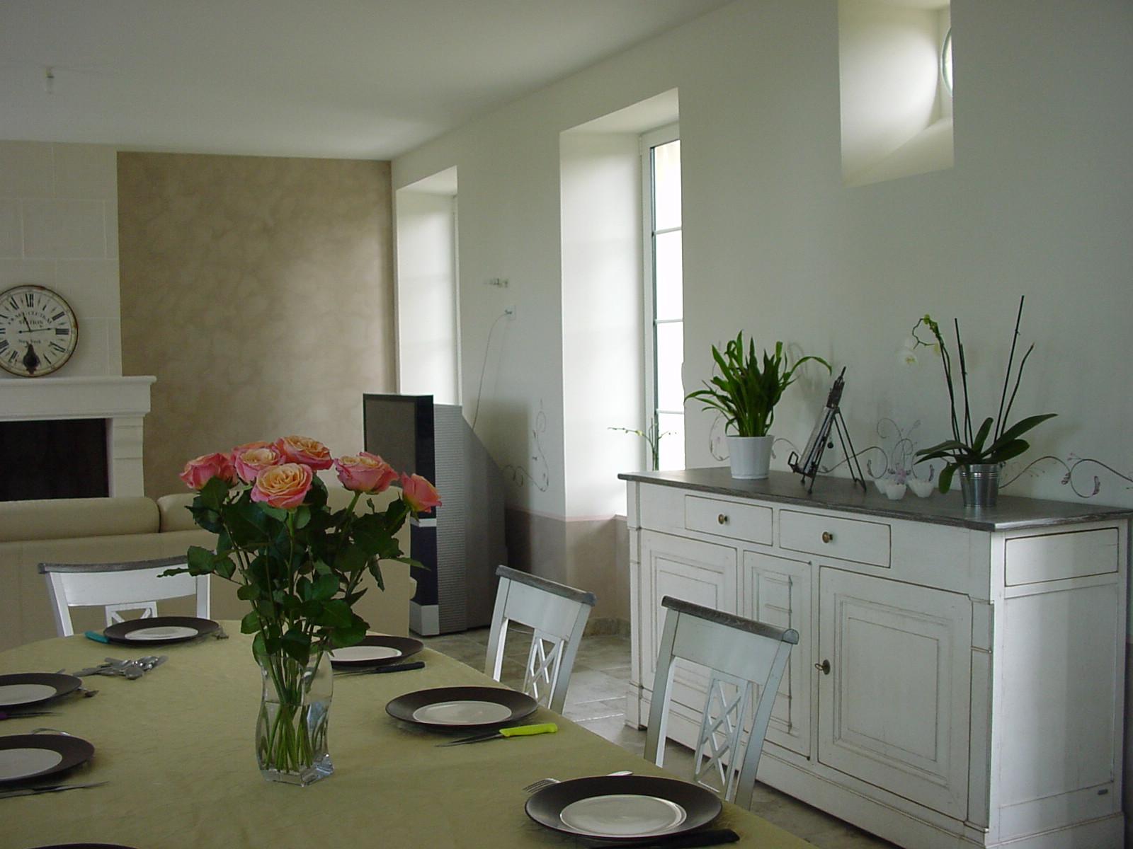 Décoration des murs en harmonie avec les meubles relookés