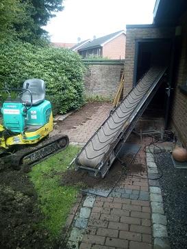 Baggerarbeiten Teichbau Abtransport Sand mit Förderband