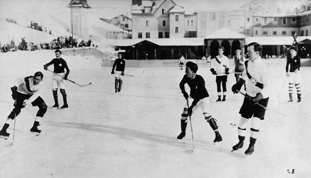 Oxford University vs. Switzerland hockey game. Lester B. Pearson is at right front, ca. 1922 - 1923 / Switzerland