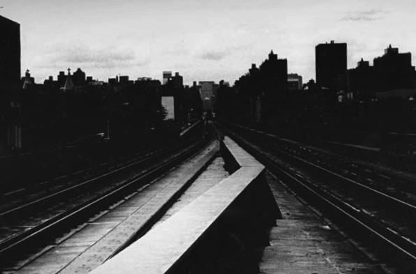 Park Avenue, fotografata dalla stazione della metropolitana 125th ad East Harlem. New York, 2002.
