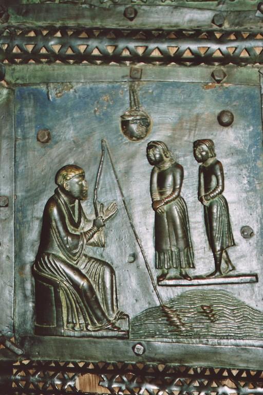 Verona, Romanische Bronzetür von San Zeno: Der heilige Zeno beim Angeln