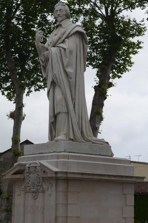 Armand-Jean du Plessis, Herzog von Richelieu (1585-1642) (Richelieu, Place du Cardinal)