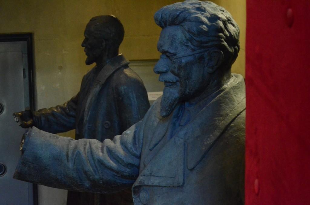 Michail Kalinin (1875-1946, in zaristischer Zeit wiederholt nach Tallinn/Estland ausgewiesener russischer Bolschewist, Mitgründer der 'Prawda') und Viktor Kingisepp (estnischer Kommunistenführer, 1922 in Tallinn hingerichtet), Tallinn, Okkupationsmuseum