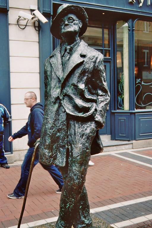 Dublin, North Earl Street, Denkmal für James Joyce (Bildhauerin: Marjorie Fitzgibbon)