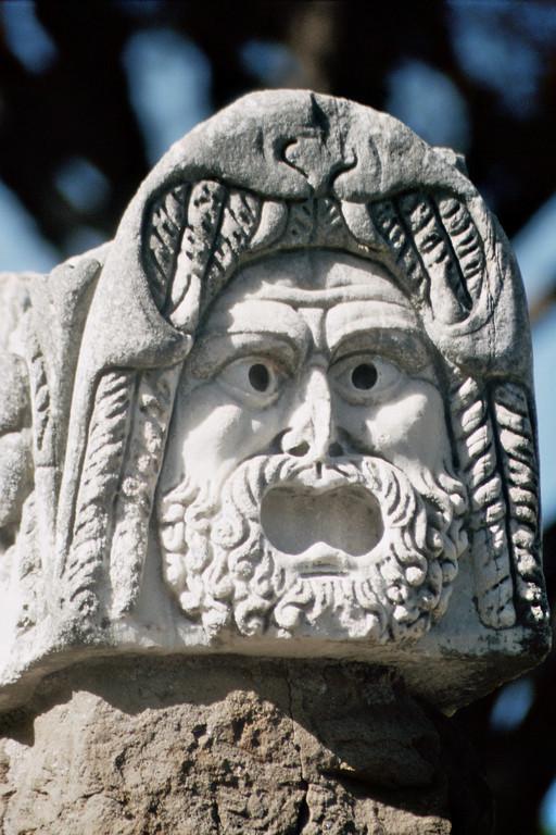 Ostia, Skulptur einer Theatermaske