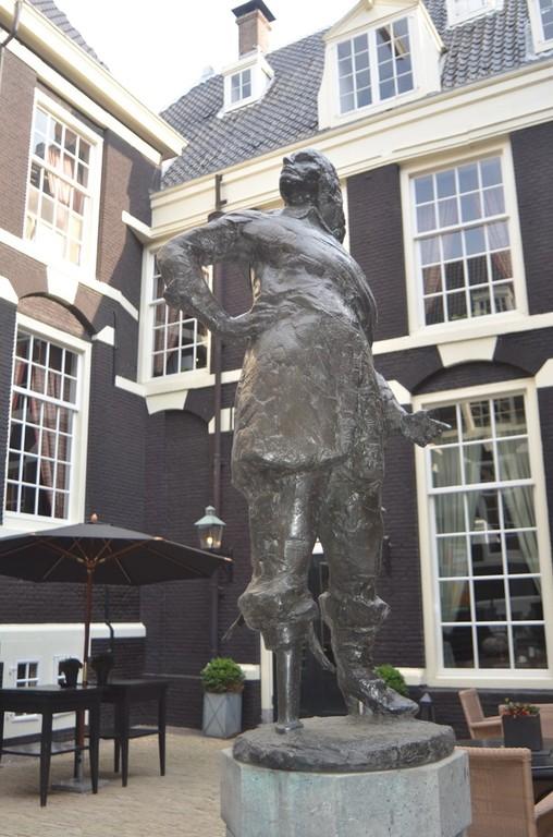 Amsterdam, Haus der Westindien-Kompanie mit Denkmal für Peter Stuyvesant