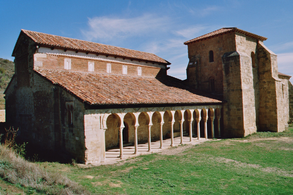 San Miguel de Escalada, Reste des Kreuzganges mit Hufeisenbögen