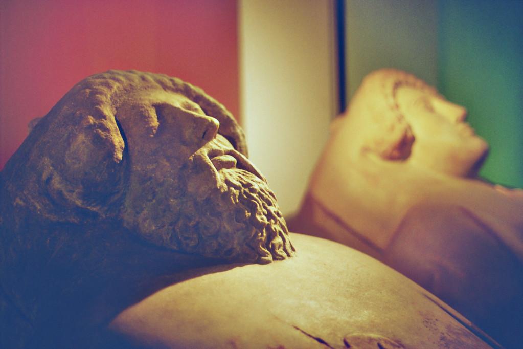 Anthropomorphe phönizische Sarkophage (Museo de Cadiz)