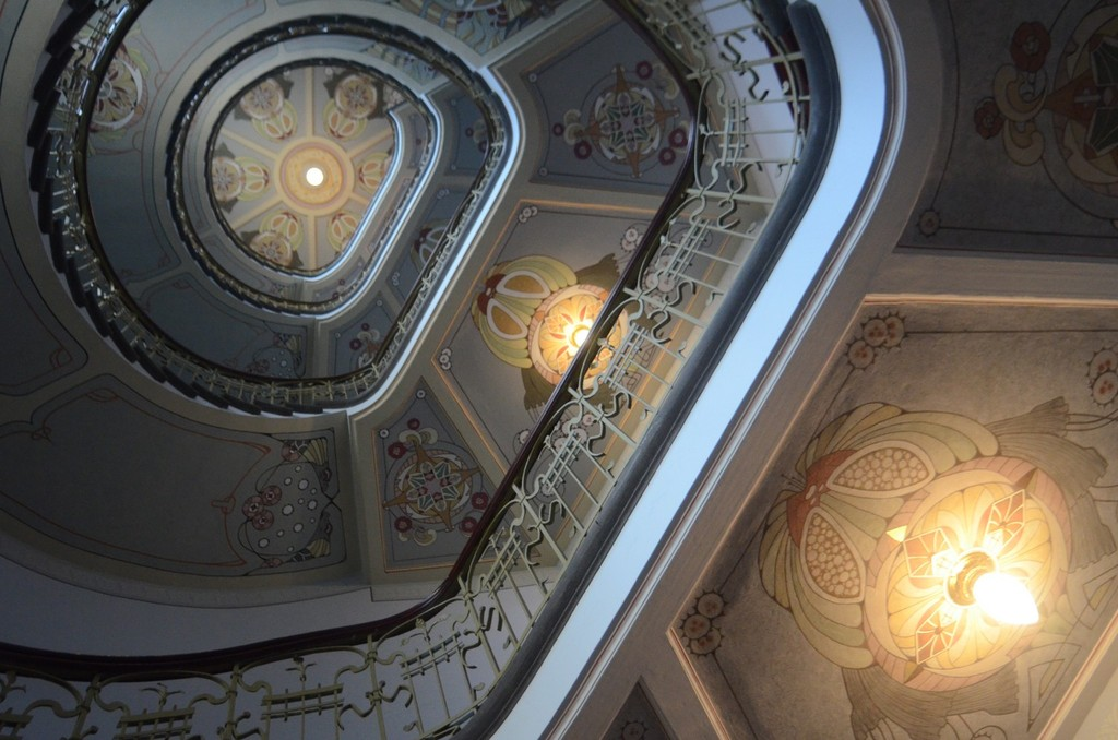 Riga, Alberta iela/Albertstraße 12 (Ecke Strēlnieku iela; Architekten Konstantīns Pēkšēns mit Eižens Laube, 1903), Fünfgeschossiges Treppenhaus