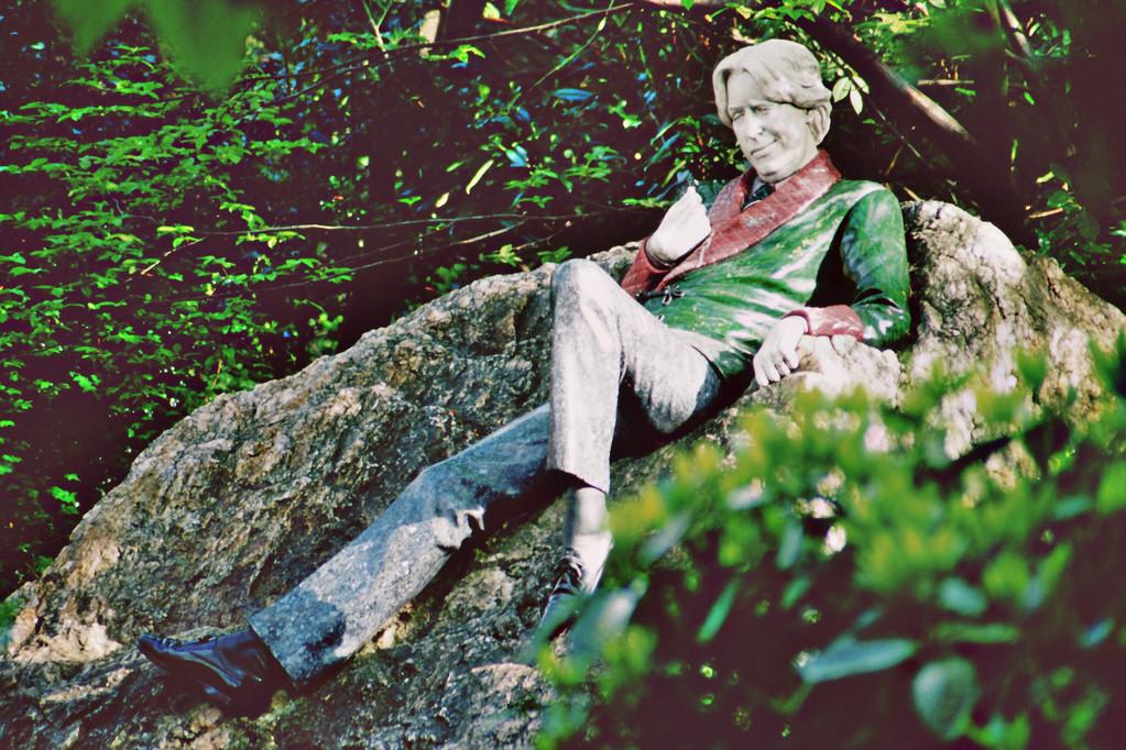 Dublin, Merrion Square, Denkmal für Oscar Wilde (Bildhauer: Danny Osborne)