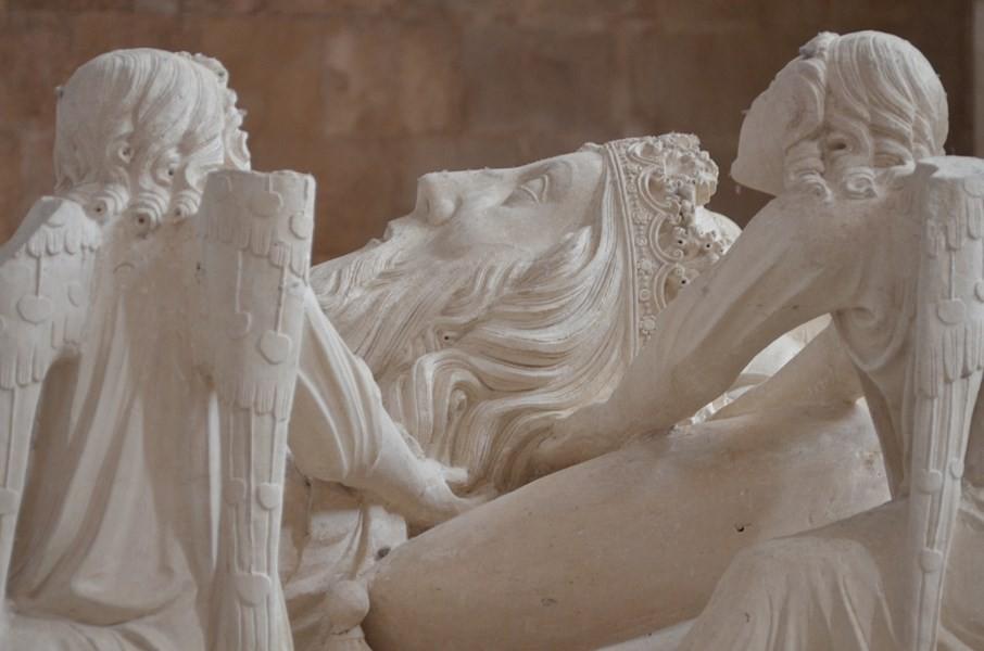 Mosteiro de Alcobaça, Grabmal für König Pedro I. ('den Grausamen')