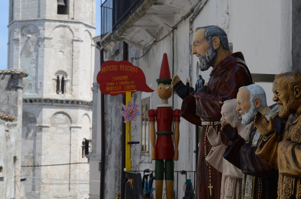 Monte S. Angelo, Pinocchio und Padre Pio