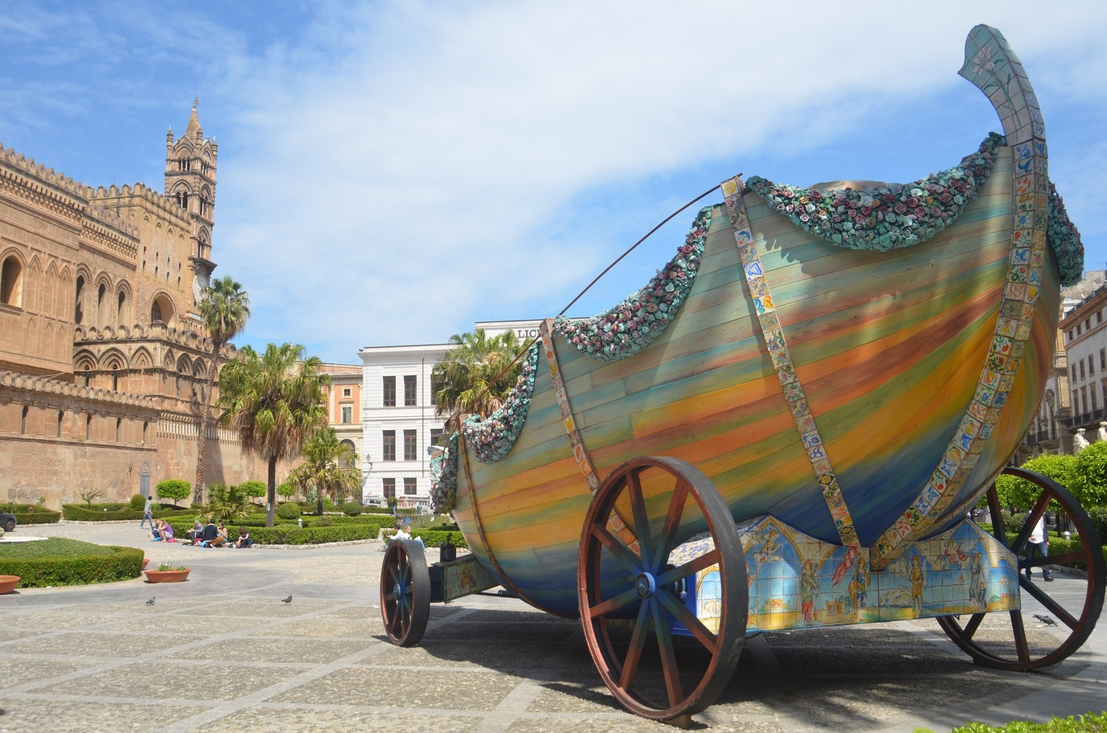 Palermo, Festwagen vor der Kathedrale