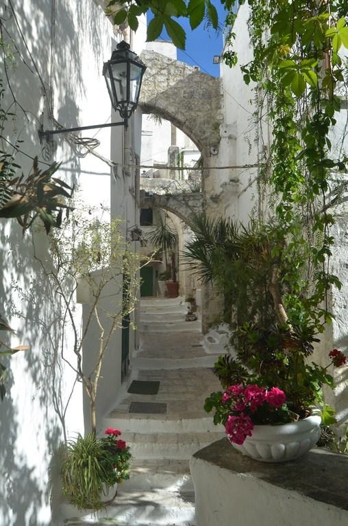 Ostuni, Altstadtgasse im Viertel San Demetrio