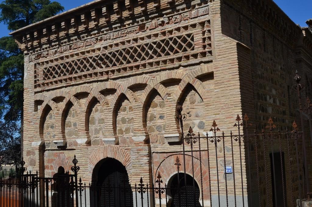 Toledo, Ehemalige Moschee mit Bauinschrift des Stifters Ahmad ibn Hadidi von 999-1000, von König Alfons VI. von Kastilien-León (1065/72-1109) in Kirche Cristo de la Luz umgewandelt