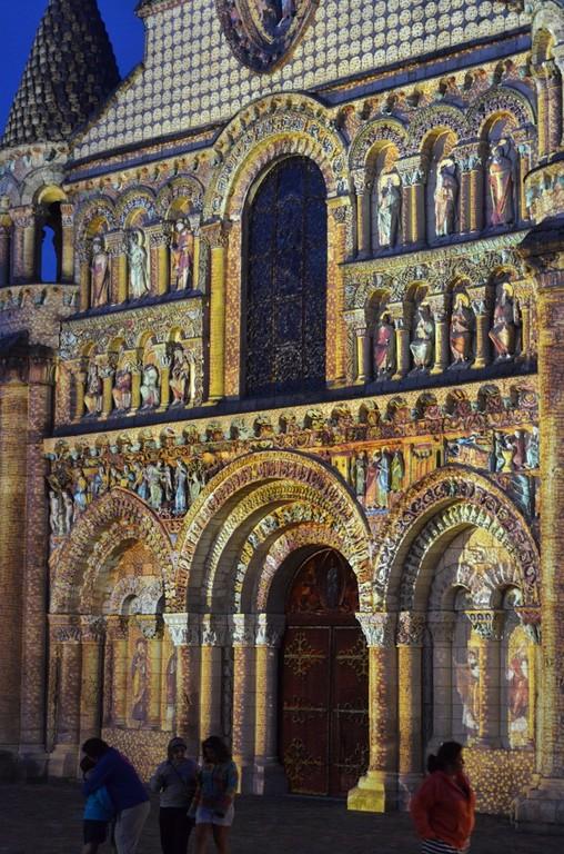 Poitiers, Sainte-Marie-la-Grande, Portal (abendliche Illumination)