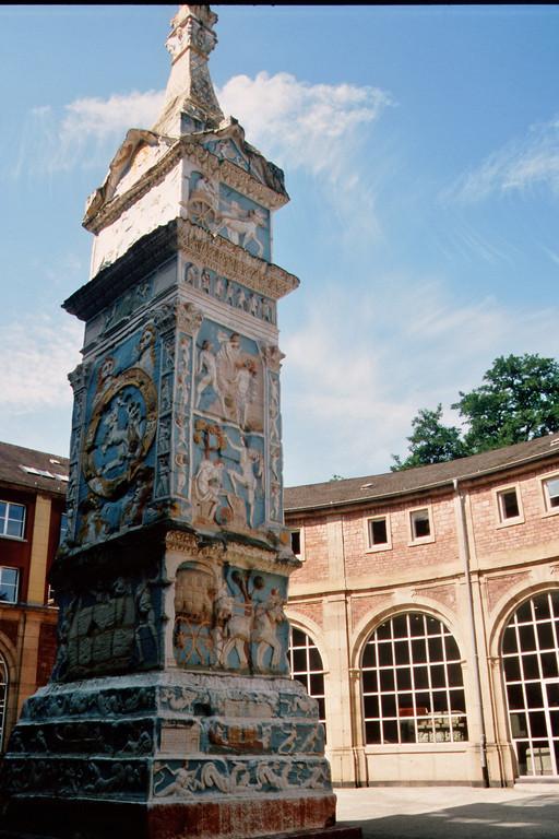 Igeler Säule (Nachbildung, Hof des Rheinischen Landesmuseums)