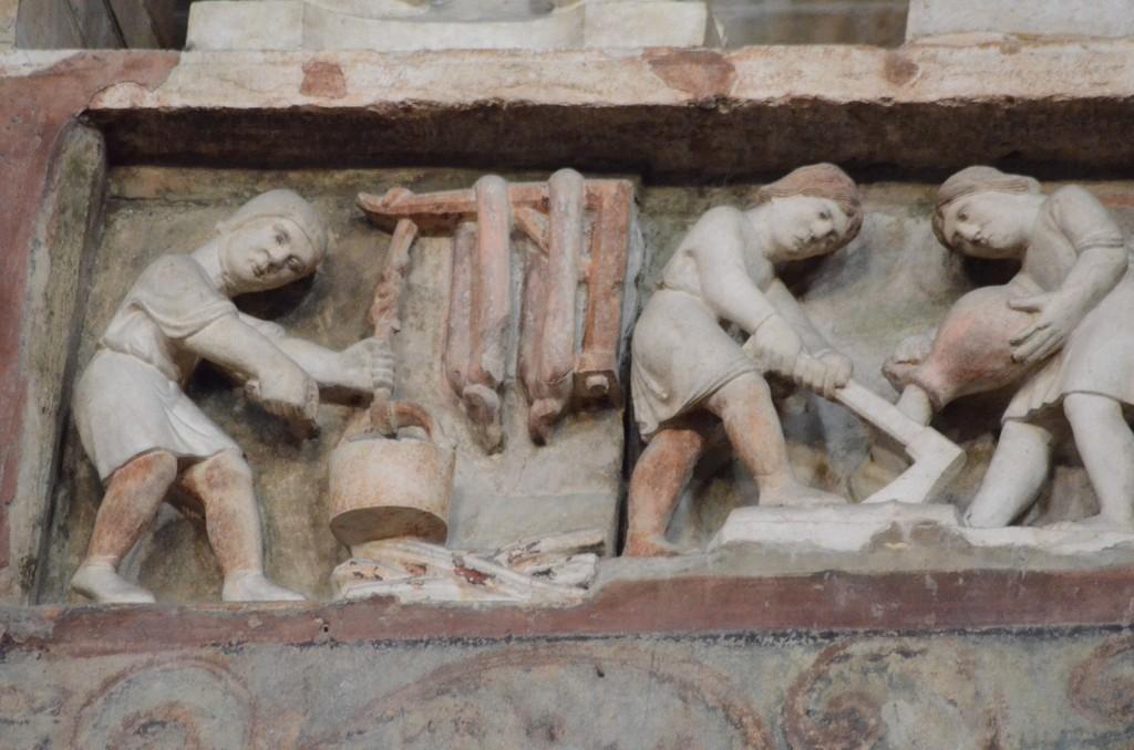 Parma, Baptisterium, Skulptur der Monatsarbeiten: Die Wurstherstellung