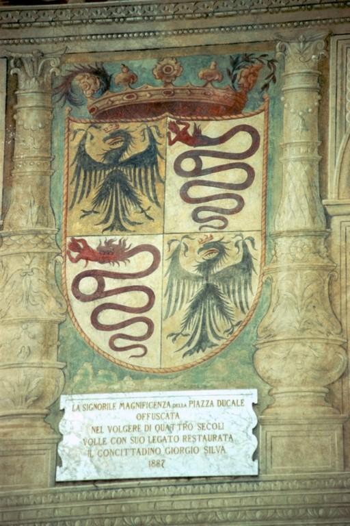 Vigevano, Piazza Ducale, Wappen der Visconti