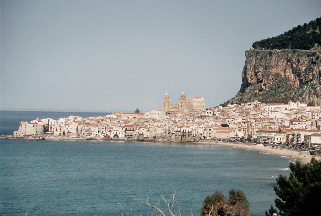 Blick von Süden auf Cefalù