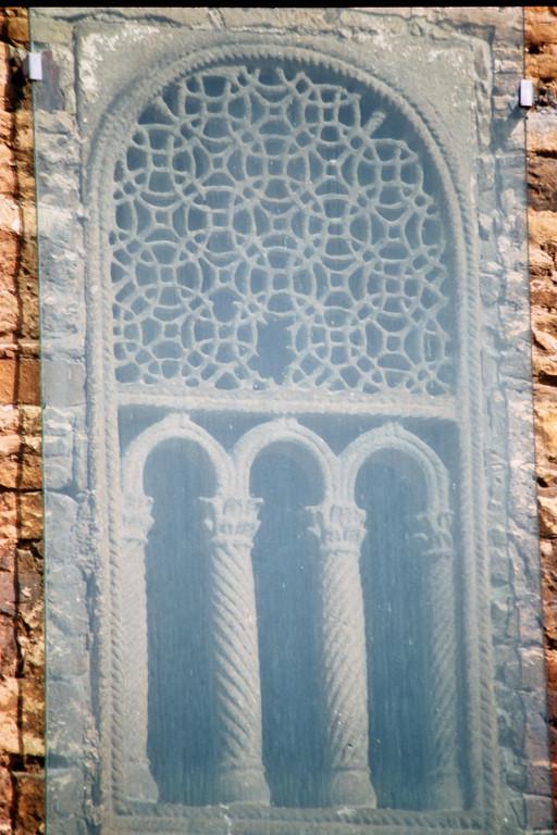 Oviedo, San Miguel de Lillo, Monolithisches Fenstergitter