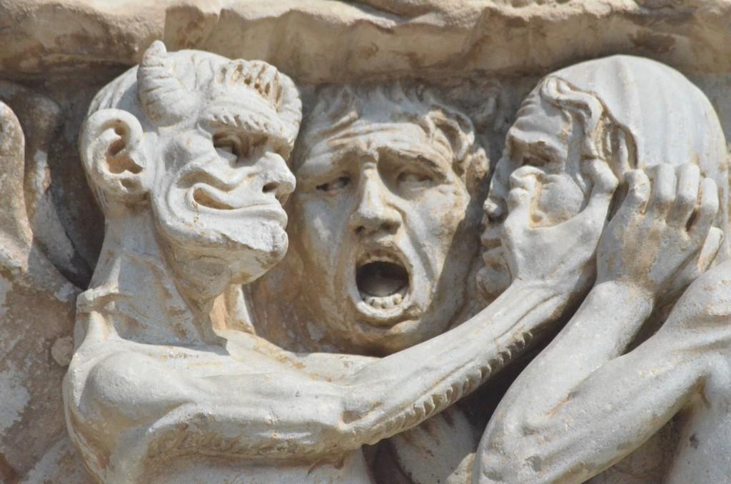 Orvieto, Dom, Westfassade, Verdammte (Detail)