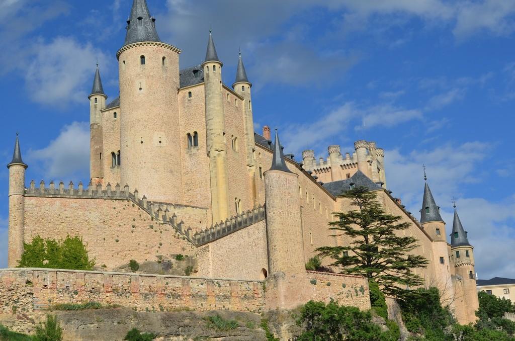 Segovia, Alcázar (12.-16. Jh., Ansicht von Südwesten)