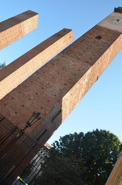 Pavia, Geschlechtertürme