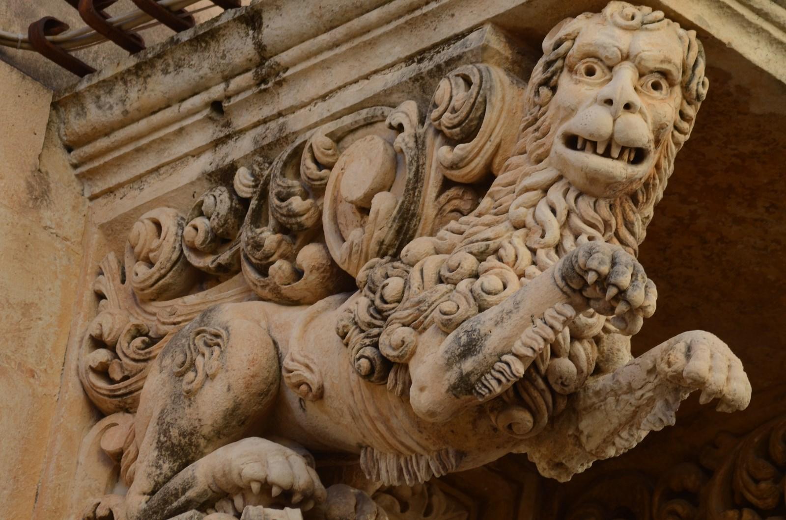 Noto, Balkonkonsole (Detail)