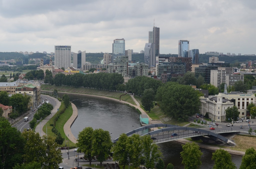 Vilnius, Blick vom Gediminas-Hügel nach Norden über die Neris auf den Europa Tower (mit 148 Metern höchster Bau im Baltikum) [Fotos 1-9: Litauen]