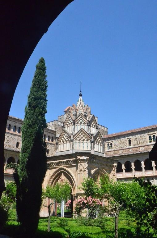 Kloster Nuestra Señora de Guadalupe, Mudéjar-Kreuzgang mit Brunnenhaus (Ende 14. Jh.)