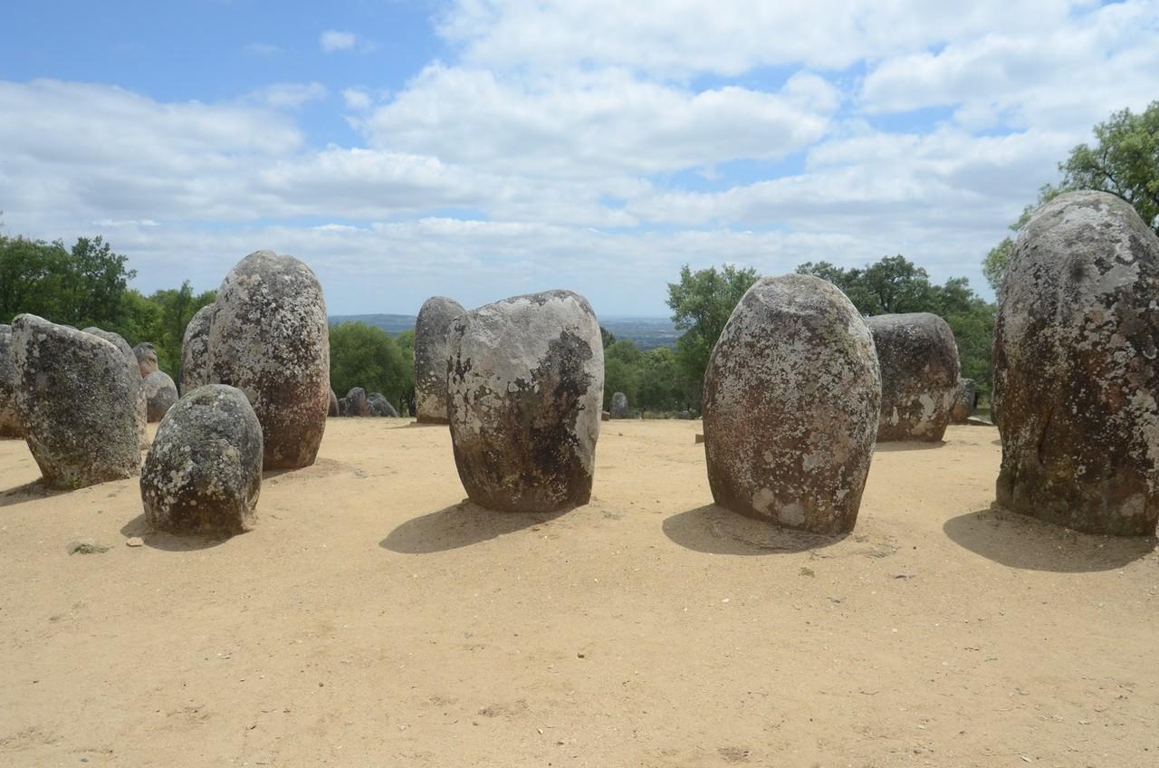 Steinkreise von Almendres (ab 6000 v. Chr.) - viel älter als Stonehenge